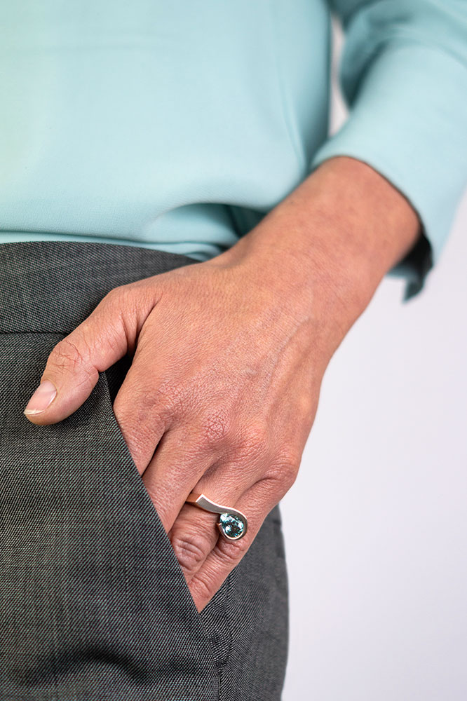 sieradenontwerper goudsmid Utrecht ring Zuster Sorry